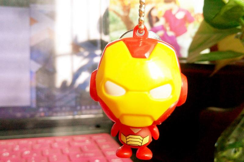 Cartoon phone holder toys Iron Man mobile phone holder pendant (with gold beads chain) 4 m No.TA213638